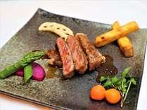 豊後牛ステーキコースのメインのお肉。リピーターも舌を巻く絶品です。