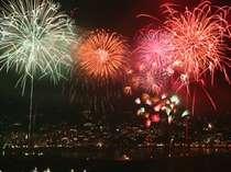 【熱海海上花火大会】となり町。早めの夕食後の出発で、開始時刻に間に合います。
