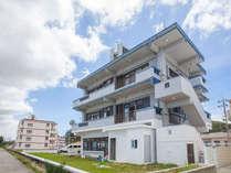 かりゆしコンドミニアムリゾート金武ニューコベナント外観(見晴らしの良い3階がコンドミニアム)