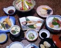 旬のお魚・お野菜・お肉と、鳥取の食材にこだわった女将手作りのお料理(写真メニューは一例です)