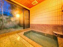 貸切家族風呂:四季折々の風景をご覧いただけます。
