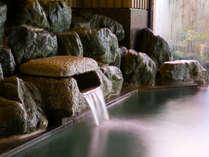 大浴場は薬師岳よりの天然水露天風呂の温泉とのお湯比べもお楽しみください