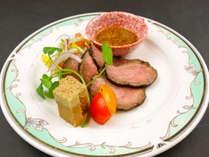 1月~2月 奇数日の夕食一例:洋皿 合鴨ロース煮 フォアグラ松風
