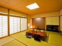 落ち着きのある和の設えで整えた和室では、旅館ならではの心安らぐひとときを。