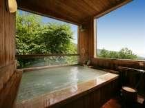 4つの中の貸切風呂で一番景色の良く、木と硫黄の香りが楽しめる「木の香の湯」