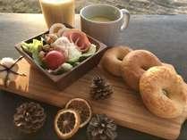 【朝食】朝食は客室の前までお運びいたします。