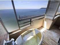 全室海側露天風呂付客室からは津軽海峡を一望いただけます。