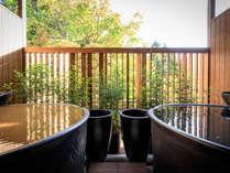 金泉と銀泉、2つの泉質の露天風呂つき貴賓室