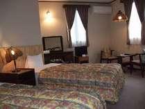 ツインルーム(17平米)バス、トイレ、ドレッサー付の寛げるお部屋
