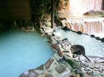 滝の音とマイナスイオン満載の露天風呂