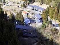本館・別棟、5つのお風呂と貸切風呂からなる「カニ料理と温泉宿山林閣」