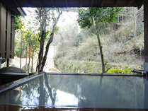 自然との調和された貸切風呂。