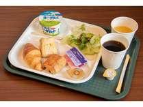 【無料カフェモーニングサービス 一例】パン、サラダ、ヨーグルト、ジュース、挽きたてコーヒーなど