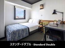 スタンダードダブルルーム-客室内-ベッドは全室シモンズ社製。寝心地は最高です。