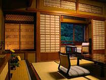 中庭向き和室8畳の一例