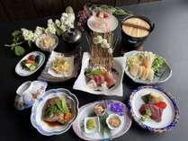 ■夕食:スタンダード会席。地元の食材を使った料理長厳選の会席料理(一例)