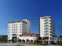 名護の中心地にありながらも、オーシャンビューの好立地。観光にもビジネスにも便利。