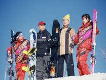 若者はスキー高齢者はスノーボード