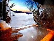 雪見の貸切絶景露天風呂(月の湯)