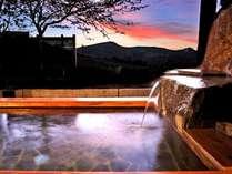 夕景が楽しめる貸切露天風呂(星の湯)