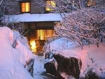 冬の玄関アプローチと全景