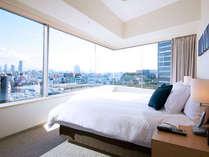 <2ベッドルーム ・メインベッドルーム> パノラマビューを一望できます♪*ベッド180cmx200cm