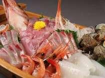 活々の魚介類舟盛例(ネタは日替り)
