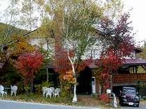 高原の小さな森に囲まれたオーベルジュ バレブランシュはシャモニーモンブランの谷の名です