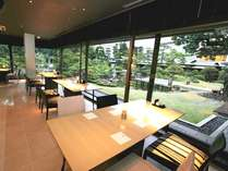 ■朝食会場 雫■自慢の日本庭園を眺めながら、優雅な朝食タイムを。