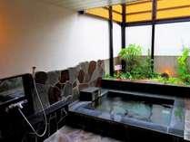 露天風呂 かけ流しの塩分の強い温泉はいつでも貸切で入浴できます