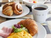 <朝食>お客さまの滞在をより豊かに、という思いを込め、楽しく、おいしい朝食をお届けします。