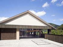 <外観_昼>箱根の四季折々の景観をお楽しみいただけます。