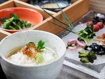 『朝食』京都自慢のだしの醍醐味を味わっていただける「だし茶漬け」を用意しています。