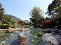 解放感あふれる庭園露天