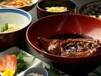 【夕食】お料理一例、名物!鯉の甘露煮