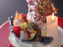 ◆【ろうそく大根(お造り)】日本海の漁り火をイメージしている。サプライズな演出もあり♪