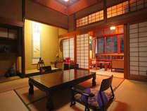 ◆【通常客室】天井と床柱には、桜の木を使用。一部屋一部屋の造りが違う。