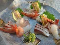 【秋のお造り一例】旬の鮮魚をご提供いたします。