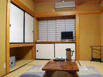 *2階客室(一例)冬はホットカーペットをご用意しております。