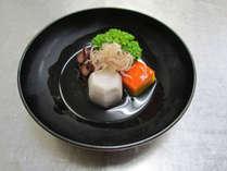 お料理一例:季節の食材を使った炊き合わせ