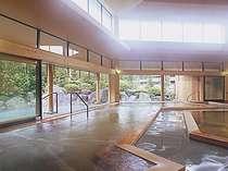 [写真]本館総ひのき大温泉夢殿は300坪の広さ。二の湯と日替わりだから1泊で両方楽しめます!