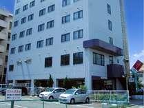 ホテルの概観です。全55室ございます。