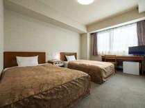 ツインルームです。18平米の広さです。セミダブルサイズベッドです。