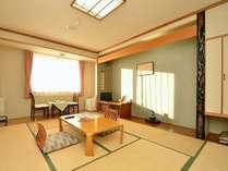 和室10畳タイプのお部屋です バス・シャワートイレ付
