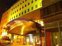 こちらがリバーサイドホテル!道中お気をつけてお越しくださいませ。