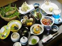 板長の手作りで旬の素材を使い料理と器を懐石料理で堪能(一例)
