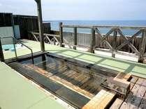 屋上階展望中露天「水平線」で波音と潮風に心もカラダも癒される!