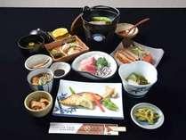 *お夕食一例/地元薩摩の幸を丹念に吟味した郷土料理。板前の技と真心込めたおもてなし料理をご賞味下さい。