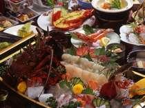 新鮮な地魚のみを使う創作料理(一例)