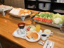 ■軽食ですが、無料で朝食をご用意しております。